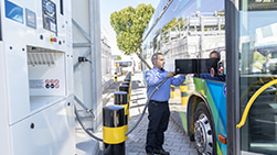 Hydrogen refueling of a bus